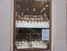 All the many Schneeballen you can buy in Rothenburg